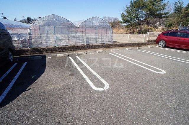 サニージェルメA 02010号室の駐車場