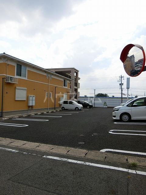 ベルテラスⅡ 02050号室の駐車場