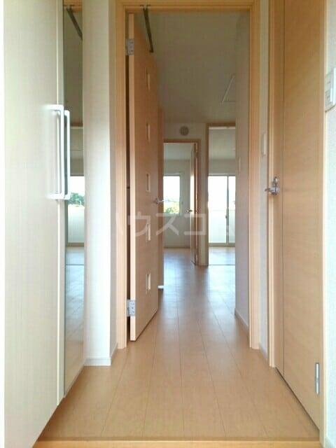 ブライトパークⅢ 01020号室の玄関
