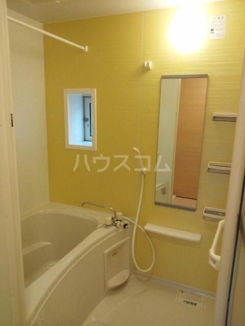 ブライトパークⅢ 01020号室の風呂