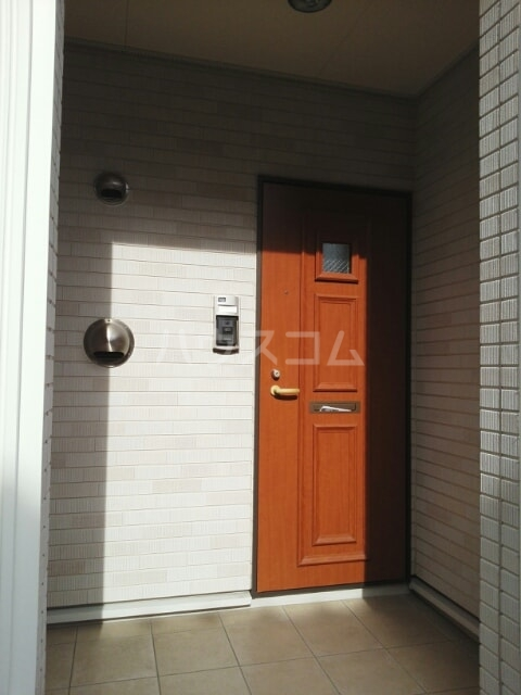 エミネンスヴィラ弐番館 01010号室の玄関