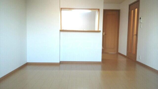 ティーエスタウン C 02020号室のリビング