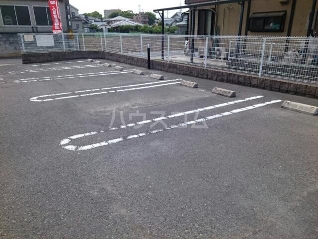 サン・ブリ-ゼ 01010号室の駐車場