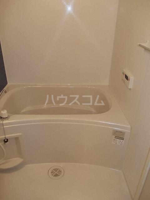 サン・ブリ-ゼ 01010号室の風呂