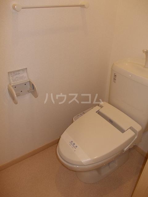 サン・ブリ-ゼ 01010号室のトイレ