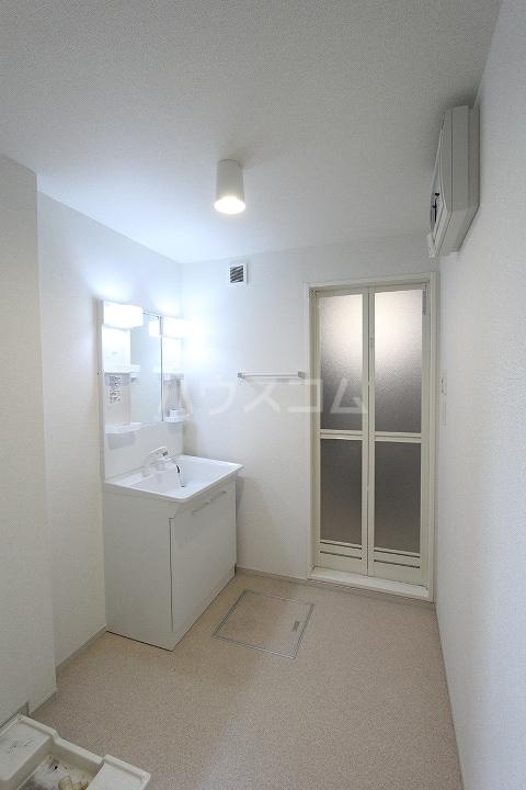 ヴァーサ清水ケ岡 02030号室の洗面所