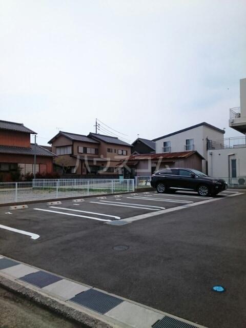 サリナス 03020号室の駐車場