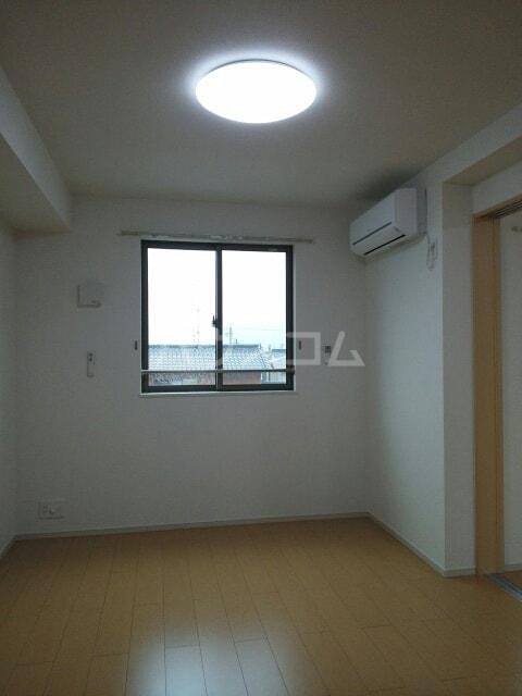 サリナス 03020号室のリビング