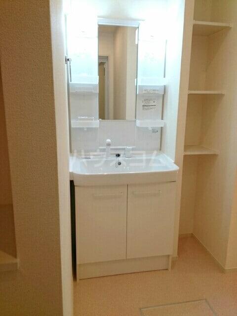 シャルマン・ドミール Ⅲ 02040号室の洗面所