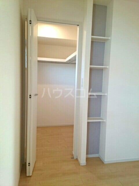 シャルマン・ドミール Ⅲ 02040号室の収納
