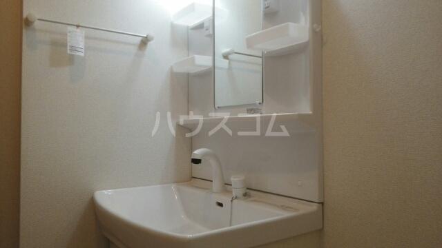 ソレイユ アルカンシェルA 01020号室の洗面所