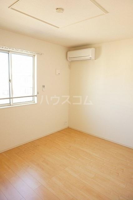 メゾン ブライト B 02030号室の居室