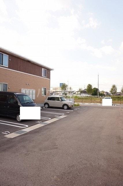 メゾン ブライト B 02030号室の駐車場