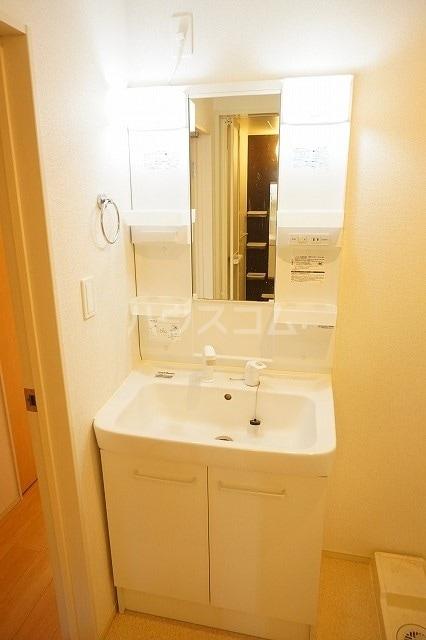 メゾン ブライト B 02030号室の洗面所