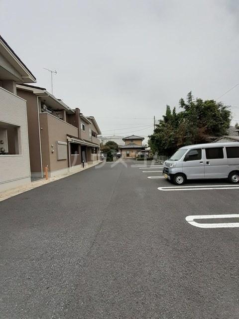 パルトネール B 01010号室の駐車場