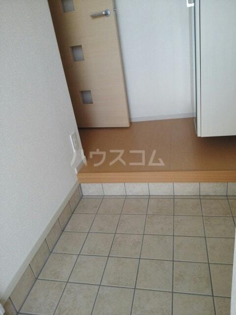 ラフレシール香久山 01030号室の玄関