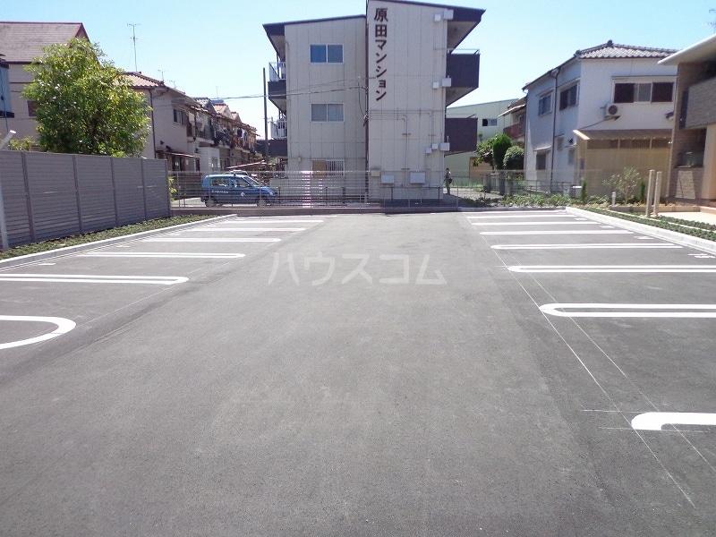 ジョイフル 02030号室の駐車場