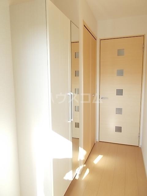コルソ アロッジオM Ⅰ 01020号室の玄関