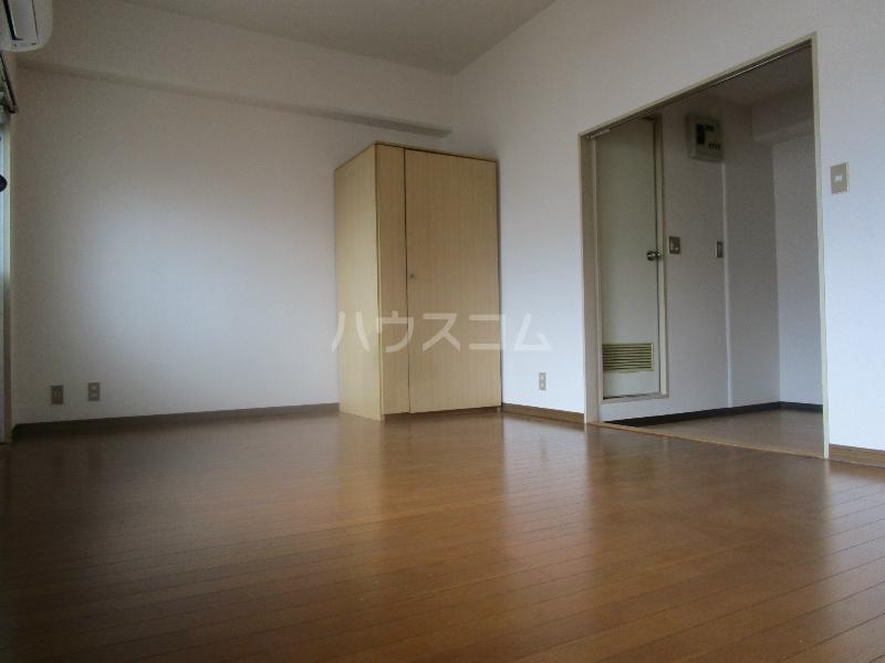 野沢マンション 202号室のリビング