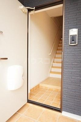 グローレC 02030号室の玄関