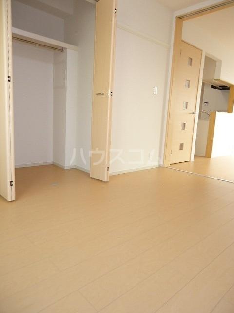 ブラウベルク浦里 03030号室のリビング
