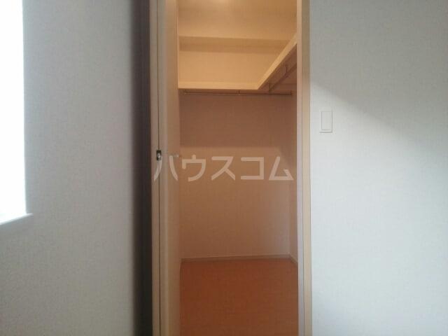 メゾン メルベイユ 01020号室の収納