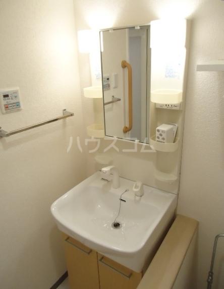 クレール 204号室の洗面所