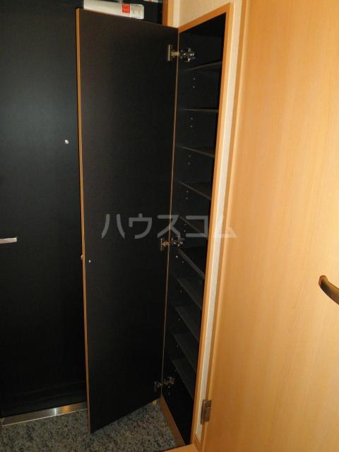 アンプルールフェールルミエール富木 102号室の玄関