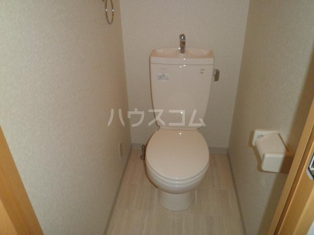 アンプルールフェールルミエール富木 102号室のトイレ