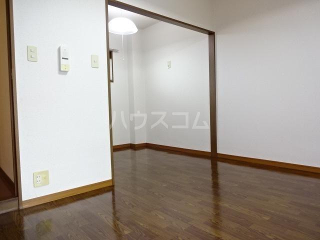 シャトーサンタ 201号室の玄関