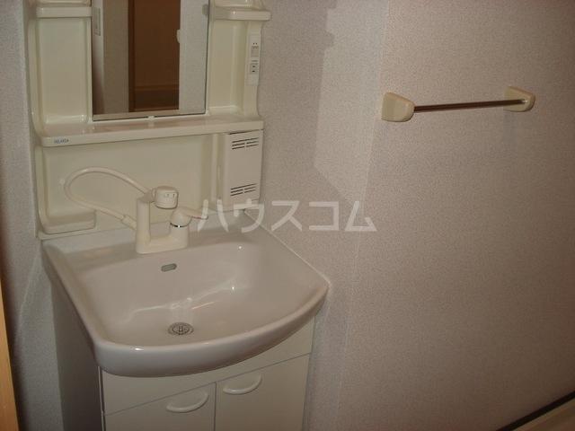 フラワーヒルズ宇頭 106号室の洗面所