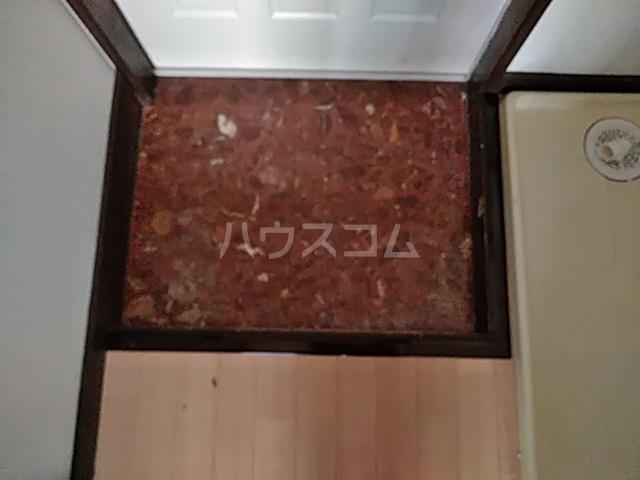 ローレル国領 2A号室の玄関