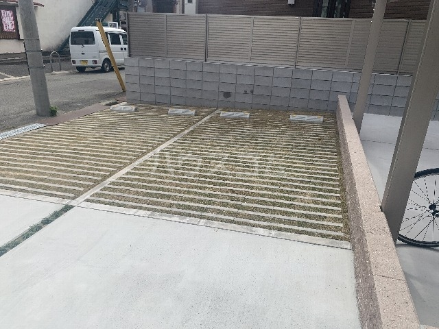 リコルテ sanburaitonesu 302号室の駐車場