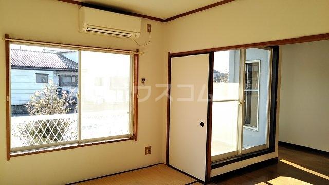フローラルハウス 102号室の居室