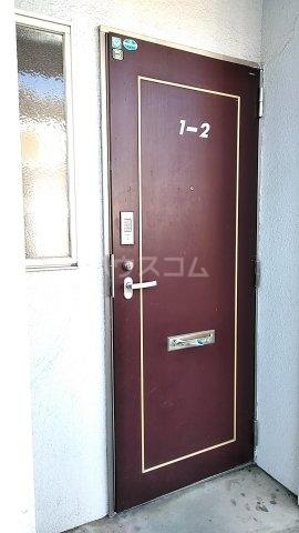フローラルハウス 102号室の玄関