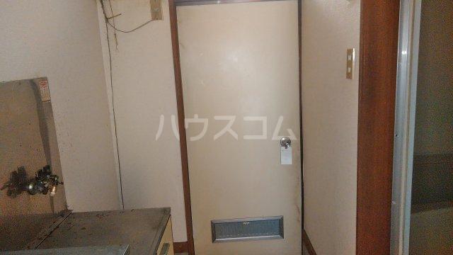 サザンフォレスト本厚木 102号室の玄関