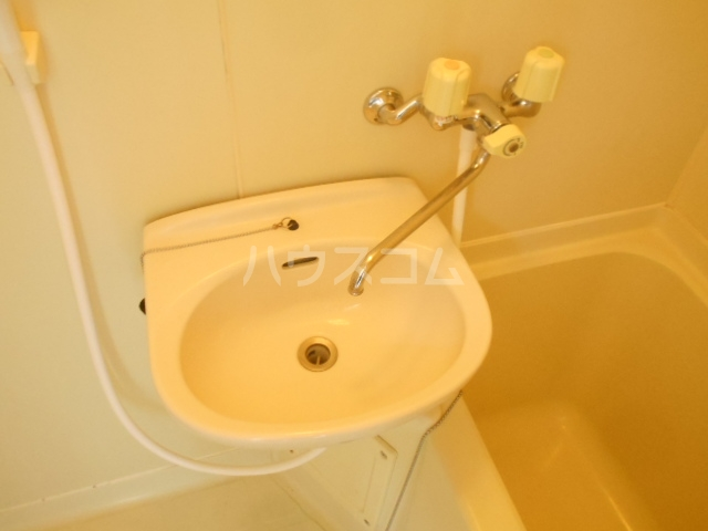 レジデンス扇 1050号室の洗面所