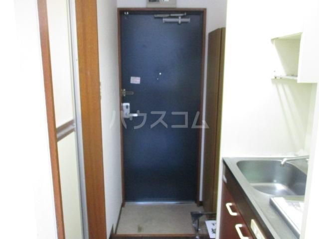 DRホームズ成城 206号室の玄関