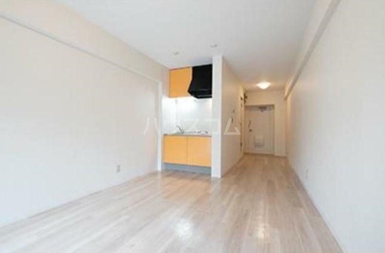パークグレース新宿 306号室のリビング