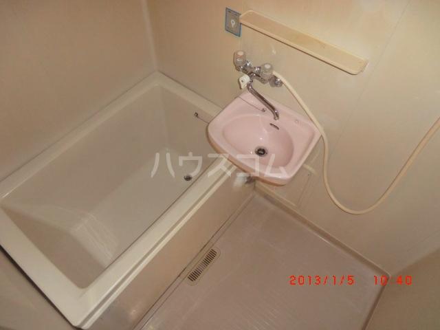 エクセレート府中B棟 201号室の洗面所