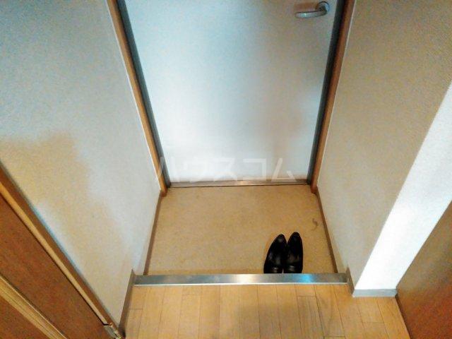ヴァイタルハウス 205号室の玄関