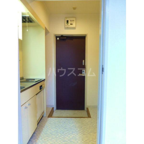 コンフォート花畑 202号室の玄関