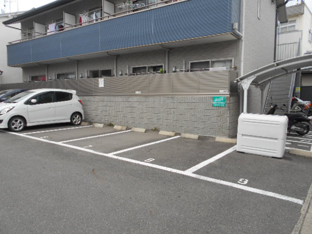 VIVRE 101号室の駐車場