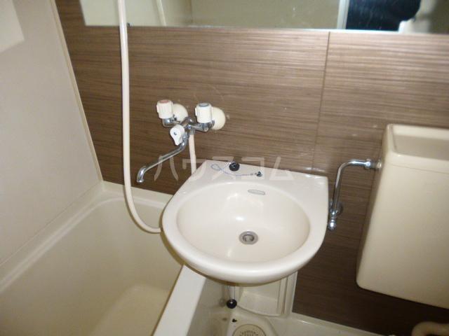 メゾン根岸 205号室の洗面所