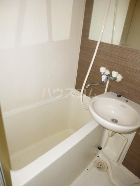 メゾン根岸 205号室の風呂