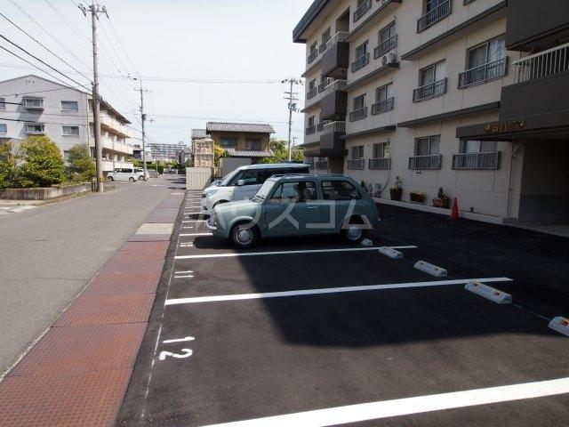 藤田ハイツ 303号室の駐車場