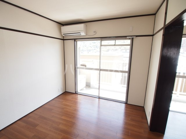 藤田ハイツ 303号室のリビング
