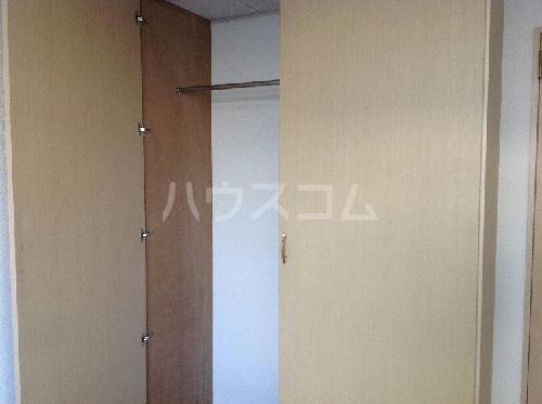レオパレスロタシオン 204号室のベッドルーム