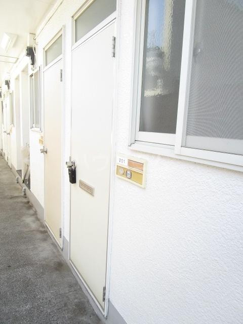 エスタ・クリヤマ 201号室のエントランス