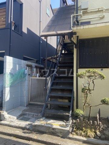竹和荘 202号室のエントランス